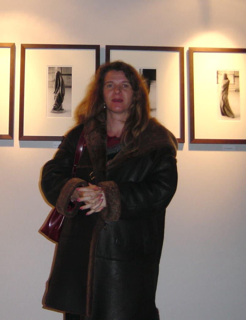 Florence Boisson artiste photographe a réalisé les séries photo d'art artistique et écrit les textes d'accompagnement présentés sur le site entre 1990 et 1995. Ces réalisations ont fait l'objet de plusieurs expositions photos d'art vernissage exposition je suis un tube, galerie photos artistiques vernissage exposition danse avec le foehn, Florence Boisson photographe artiste photographie d'art artistique en noir et blanc, en couleur, photo artistique femme, expression corporelle, paysage, photographie art contemporain